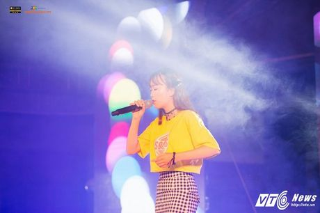 'Hot girl cover mang xa hoi' thanh quan quan tai nang dai hoc FPT mua dau tien - Anh 12