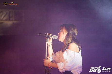 'Hot girl cover mang xa hoi' thanh quan quan tai nang dai hoc FPT mua dau tien - Anh 13