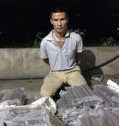 Khoi to doi tuong van chuyen trai phep 158kg thuoc no va 100 kip min - Anh 1