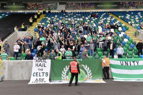 UEFA phat Linfield va Celtic do hanh dong bao luc tai Champions League - Anh 2