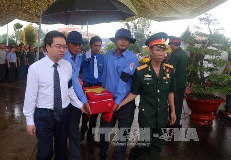 Truy dieu va an tang hai cot liet si quan tinh nguyen, chuyen gia Viet Nam hy sinh tai Campuchia - Anh 1