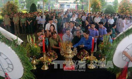 Truy dieu va an tang hai cot liet si quan tinh nguyen, chuyen gia Viet Nam hy sinh tai Campuchia - Anh 2
