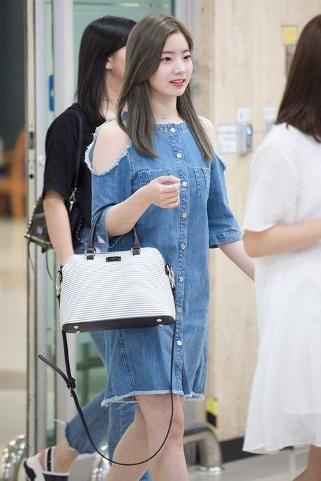 Twice do style cung dan sao chat lu nha SM o san bay - Anh 1
