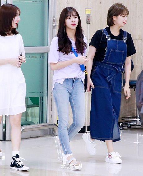 Twice do style cung dan sao chat lu nha SM o san bay - Anh 2