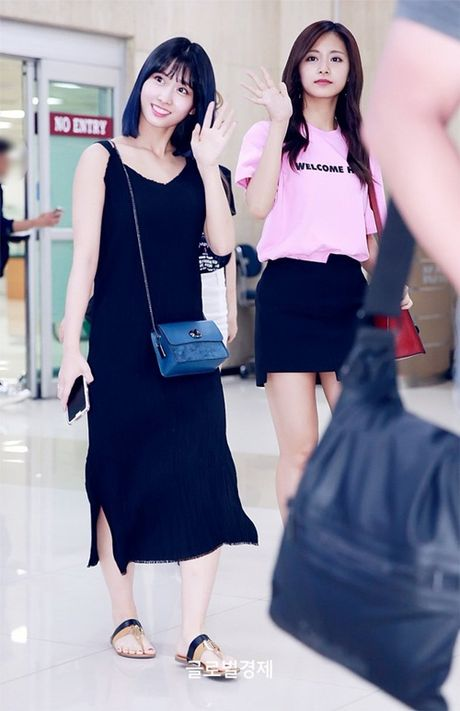Twice do style cung dan sao chat lu nha SM o san bay - Anh 6