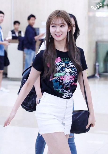Twice do style cung dan sao chat lu nha SM o san bay - Anh 7