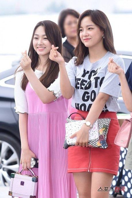 Twice do style cung dan sao chat lu nha SM o san bay - Anh 8