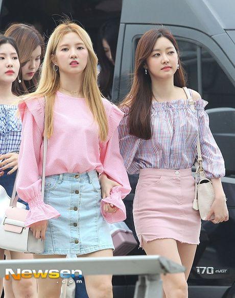 Twice do style cung dan sao chat lu nha SM o san bay - Anh 9