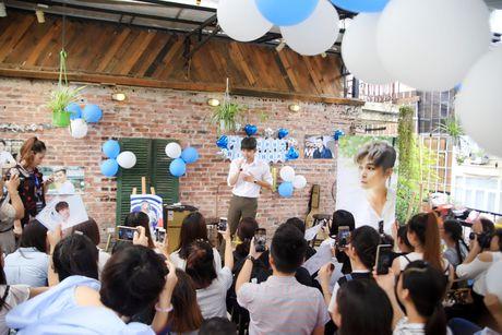 Jun Pham xuc dong roi nuoc mat khi gap go khan gia tai Ha Noi - Anh 16