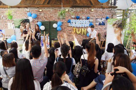 Jun Pham xuc dong roi nuoc mat khi gap go khan gia tai Ha Noi - Anh 20