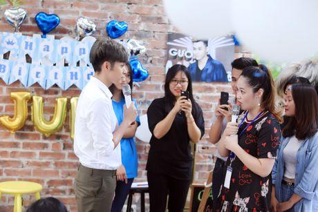 Jun Pham xuc dong roi nuoc mat khi gap go khan gia tai Ha Noi - Anh 8