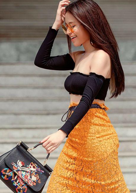 Nhung bo do khoe than hinh goi cam nhat cua Hoang Thuy Linh - Anh 3