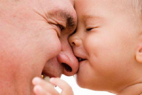 Nghien cuu soc: Cha lon tuoi sinh con trai se thong minh vuot troi nhung lai tiem an moi hiem hoa khon luong - Anh 1