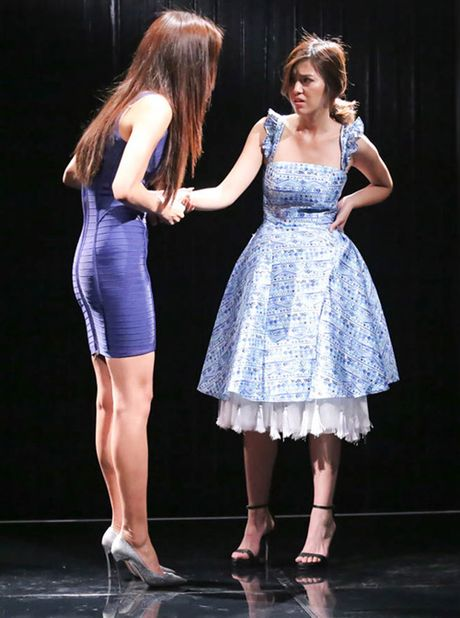 "TV Show: Thi sinh Next Top Model hat nuoc vao mat nhau, co be khiem thi ""quay"" tung san khau - Anh 5"