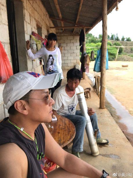 """Het thoi, Mac Thieu Thong cua """"Hoang Phi Hong"""" di hat dao, ve que trong che - Anh 2"""