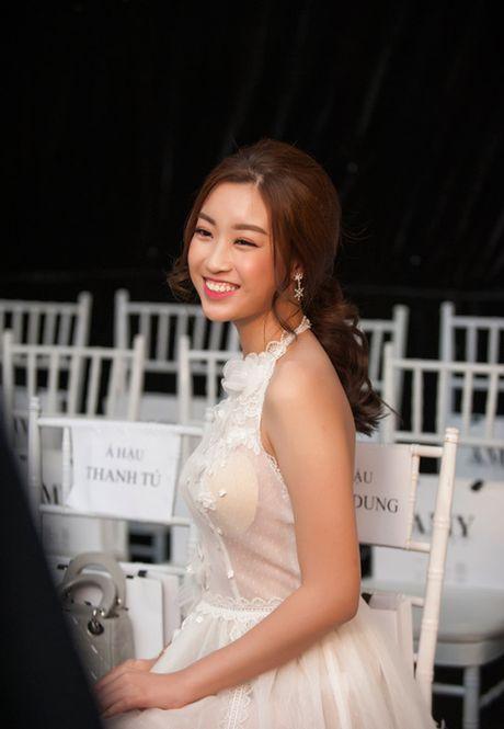 Thoi trang sao Viet xau tuan qua: Hoa hau My Linh lan dau mac xau gay that vong - Anh 1