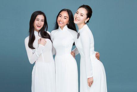Dong Nhi, Phuong Linh, Doan Trang duyen dang voi ao dai trang tinh khoi - Anh 1