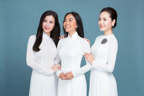 Dong Nhi, Phuong Linh, Doan Trang duyen dang voi ao dai trang tinh khoi - Anh 2