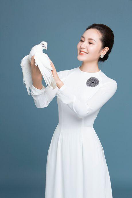 Dong Nhi, Phuong Linh, Doan Trang duyen dang voi ao dai trang tinh khoi - Anh 5
