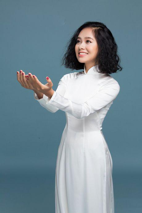 Dong Nhi, Phuong Linh, Doan Trang duyen dang voi ao dai trang tinh khoi - Anh 7