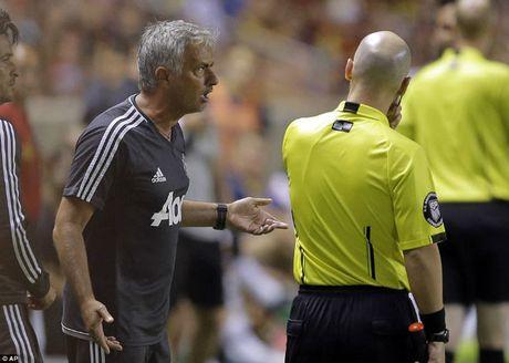 "MU thang nhoc: Mourinho ham ""ca be"", de chung hong dai cuoc - Anh 2"