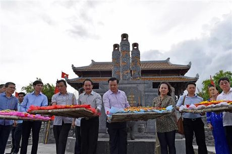 Bo Tai chinh dang huong tuong niem cac Anh hung Liet sy tai Quang Tri - Anh 1