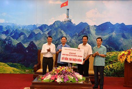 Vietcombank danh 400 trieu dong tang qua thuong binh liet sy - Anh 1