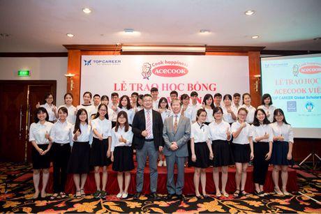 Tang hoc bong cho 60 sinh vien co hoan canh kho khan - Anh 1