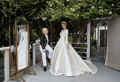 Ngam chiec vay cuoi cua Miranda Kerr, dinh cao trong thiet ke Haute Couture cua Dior - Anh 3