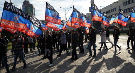 Donetsk tuyen bo lap nha nuoc moi thay the Ukraine - Anh 1