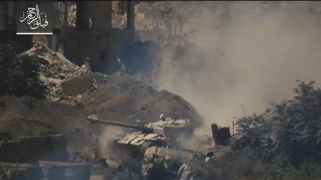 Ten lua TOW My 'bo tay' truoc xe tang T-72 Syria (video) - Anh 1