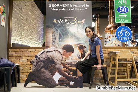 Quan thit nuong 'khong ngung hot' nho Song Joong Ki - Song Hye Kyo - Anh 3