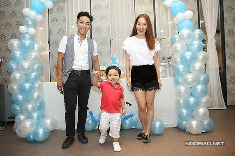 Khanh Thi - Phan Hien mo tiec mung con trai tron 2 tuoi - Anh 1