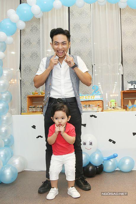 Khanh Thi - Phan Hien mo tiec mung con trai tron 2 tuoi - Anh 7
