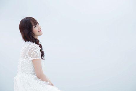 Jang Mi lieu minh ngoi tren lan can san thuong tang 26 de thuc hien MV - Anh 3