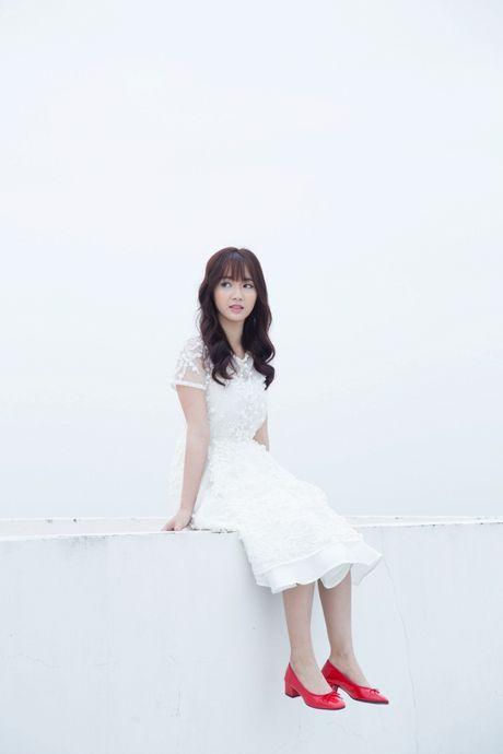 Jang Mi lieu minh ngoi tren lan can san thuong tang 26 de thuc hien MV - Anh 4