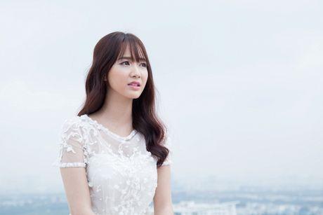 Jang Mi lieu minh ngoi tren lan can san thuong tang 26 de thuc hien MV - Anh 6