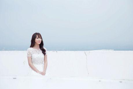 Jang Mi lieu minh ngoi tren lan can san thuong tang 26 de thuc hien MV - Anh 8