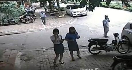 Quan Thanh Xuan bac tin 'goi cong an ra trong xe de an bun' - Anh 2