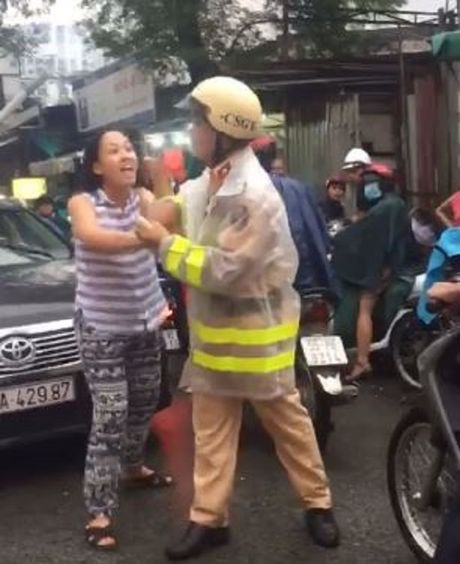 Vu nu tai xe chui boi CSGT: Chuyen len Cong an quan Binh Thanh xu ly - Anh 1