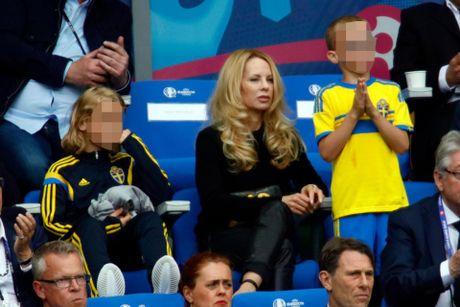 Ibrahimovic lam dieu khien fan MU suong am i - Anh 2