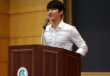 Lo anh Song Joong Ki 'hot boy' tu thoi sinh vien - Anh 1