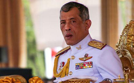 Nha vua Thai Lan toan quyen kiem soat hang chuc ty do la - Anh 1