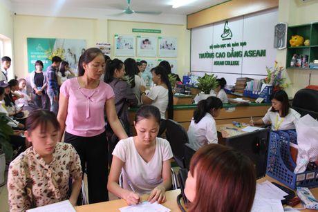Tan sinh vien cao dang Y Duoc ASEAN ron rang ngay nhap hoc dot 1 - Anh 1
