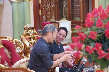 Nghe si hai Bao Chung: 'Tu dai gia o biet thu, co hang chuc xe sang den... vo no - Anh 2