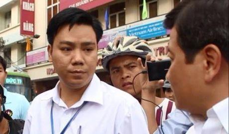 Pho Chu tich phuong mat lien lac: Chua thay xuat canh - Anh 1