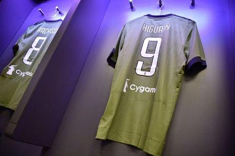 Sap dau Juventus, Dele Alli van cam cui vao man hinh dien thoai - Anh 6