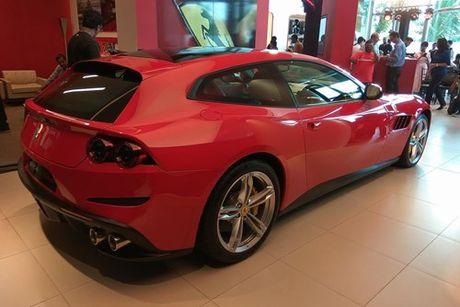 Sieu xe 4 cho Ferrari GTC4Lusso 'dat lop' toi An Do - Anh 3