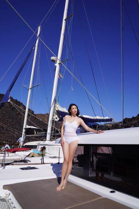 41 tuoi, Ha Kieu Anh khoe than hinh boc lua voi bikini tai Hy Lap - Anh 3