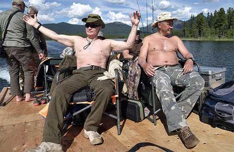 Tong thong Putin coi tran, hoa minh voi thien nhien trong ky nghi he - Anh 1